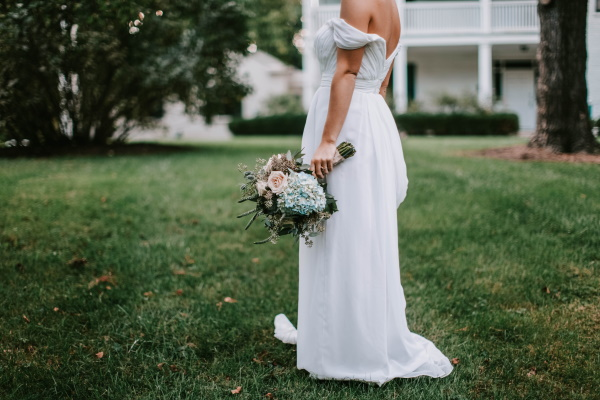 9 Tips for Shopping for Plus Size Wedding Dresses