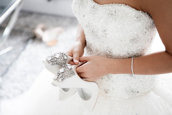 8 Wedding Dress Shopping Tips